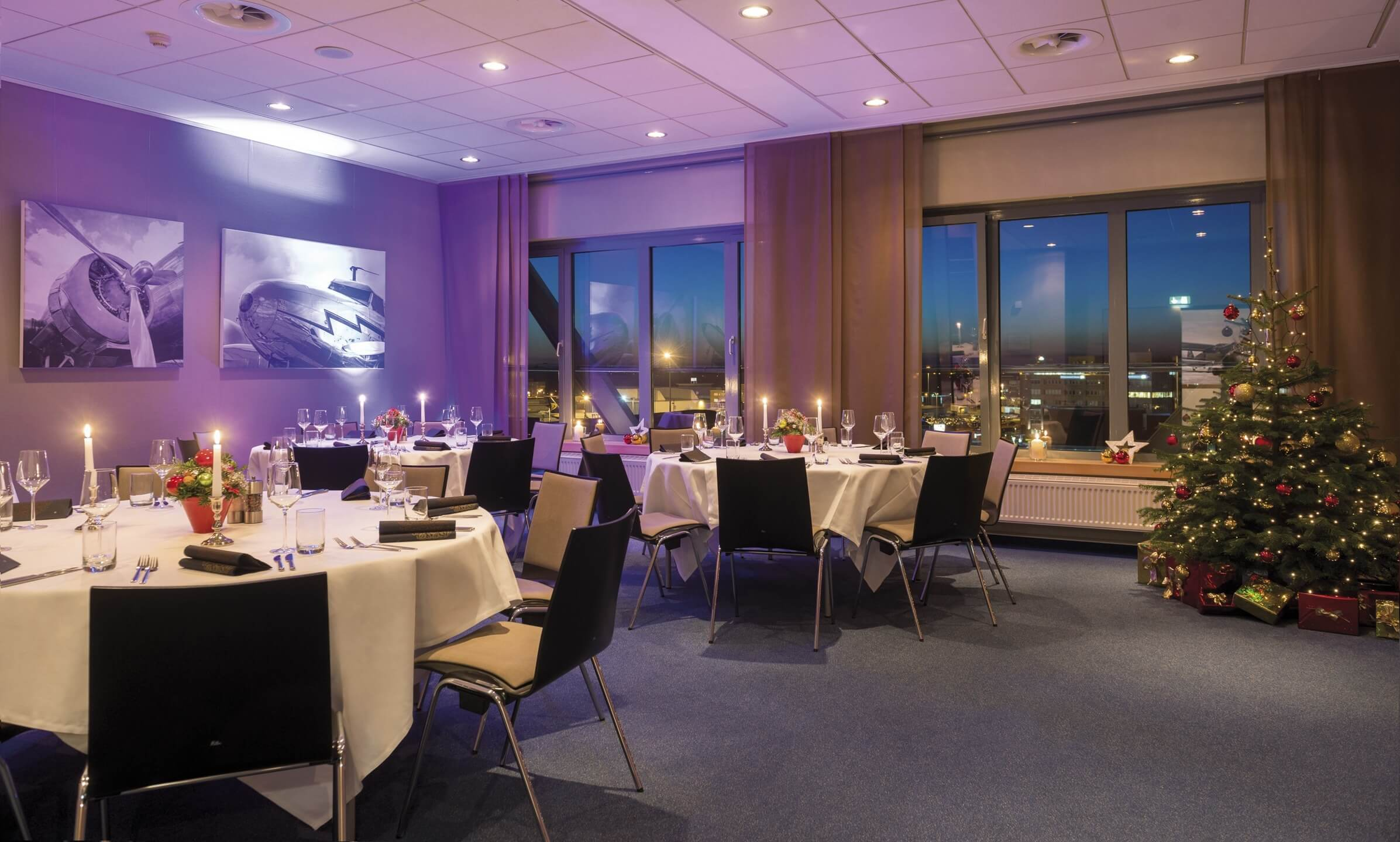 Christmas at night - seasonally decorated function room | ATLANTIC Hotel Airport Bremen