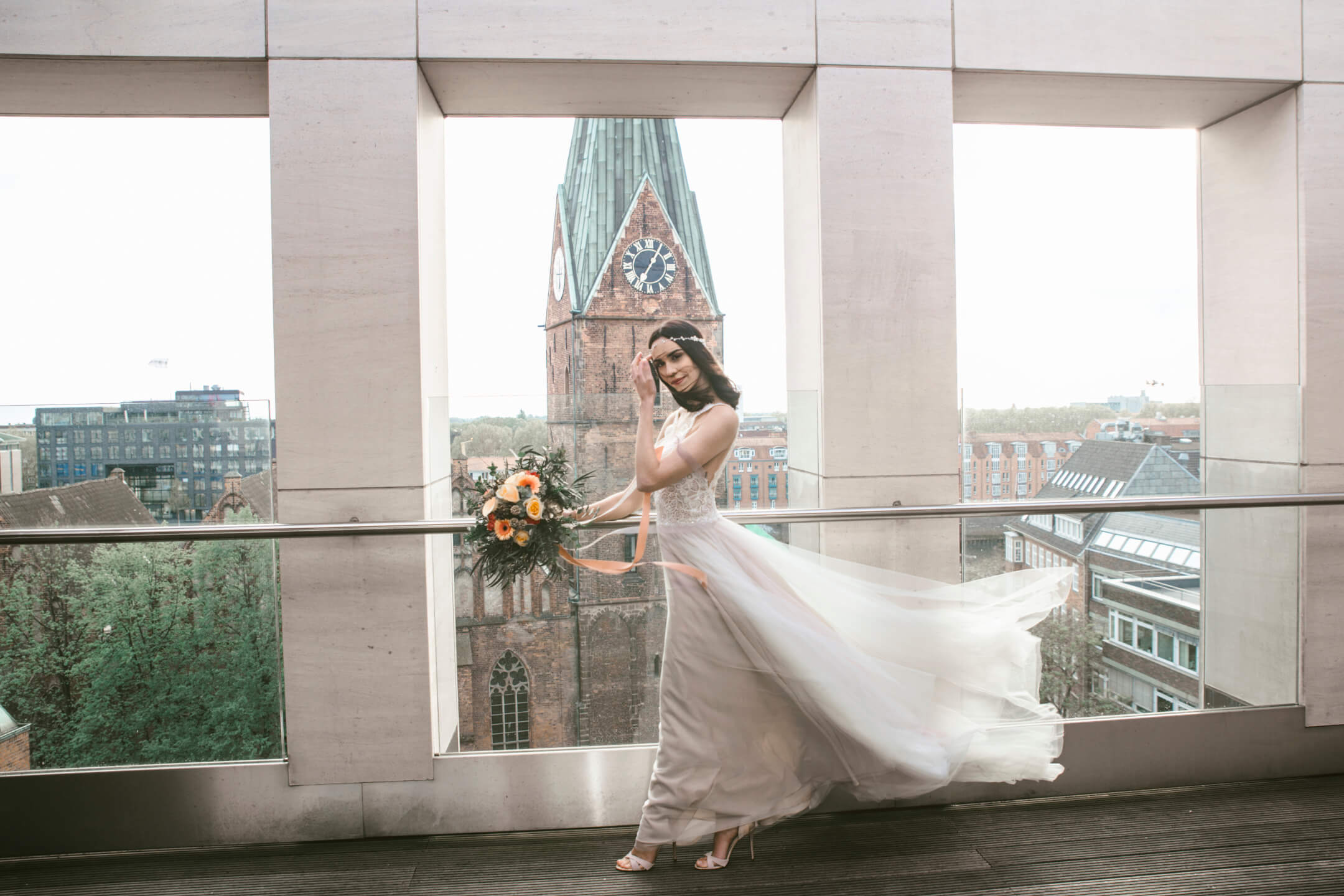 bride in the winde on the rooftop lounge at the ATLANTIC Grand Hotel Bremen