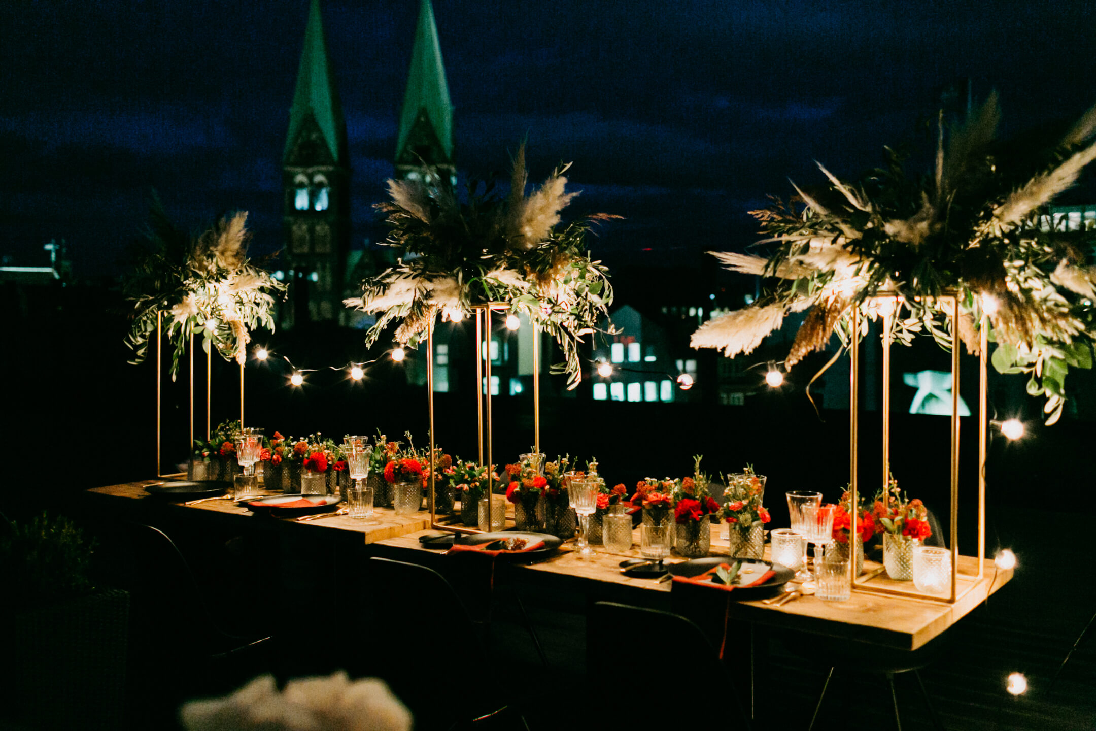 ordinary weddingdecoration on the rooftop lounge
