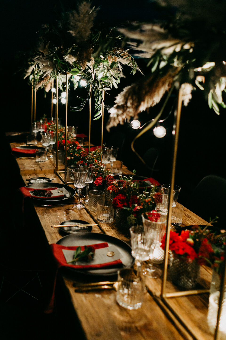 red and balck colored weddingdecoration