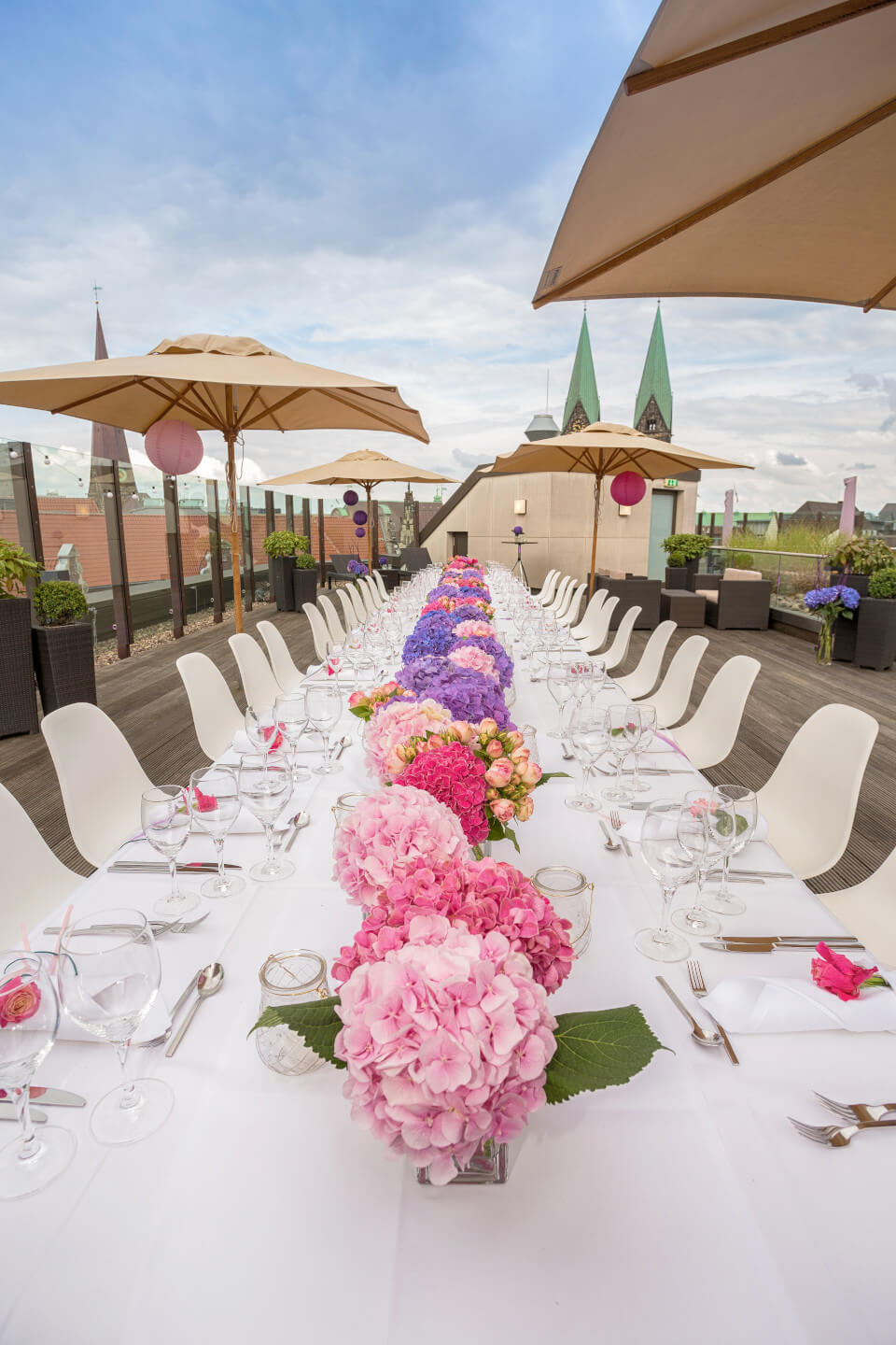 endless wedding table with colorful flowers