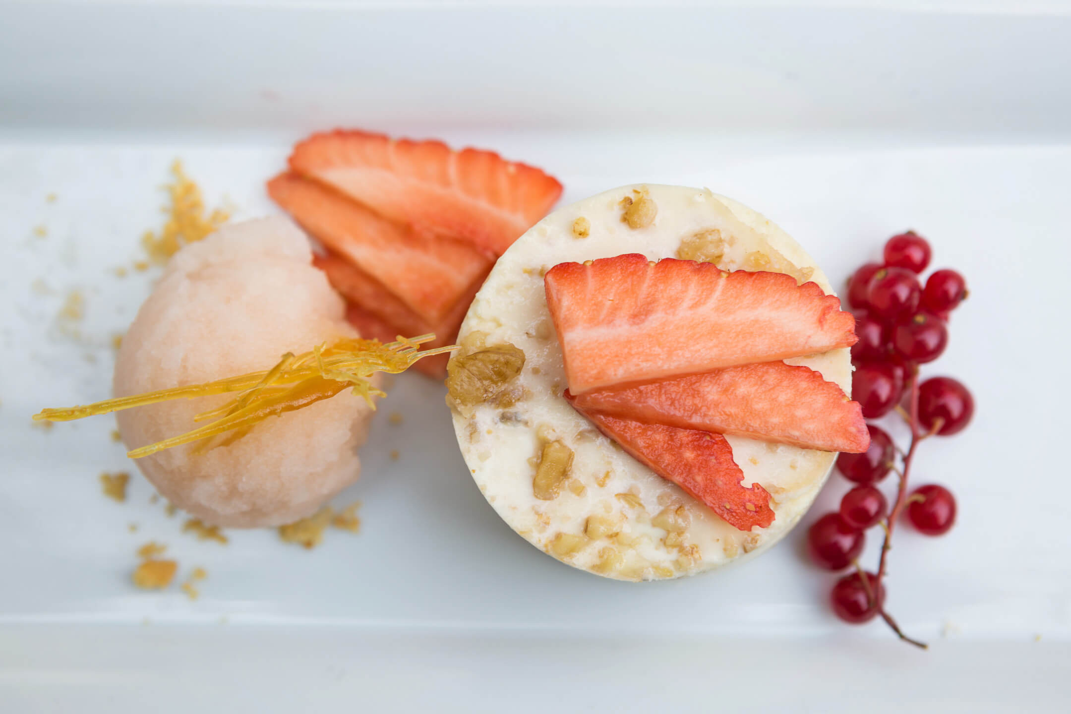 Dessert plate with red fruits
