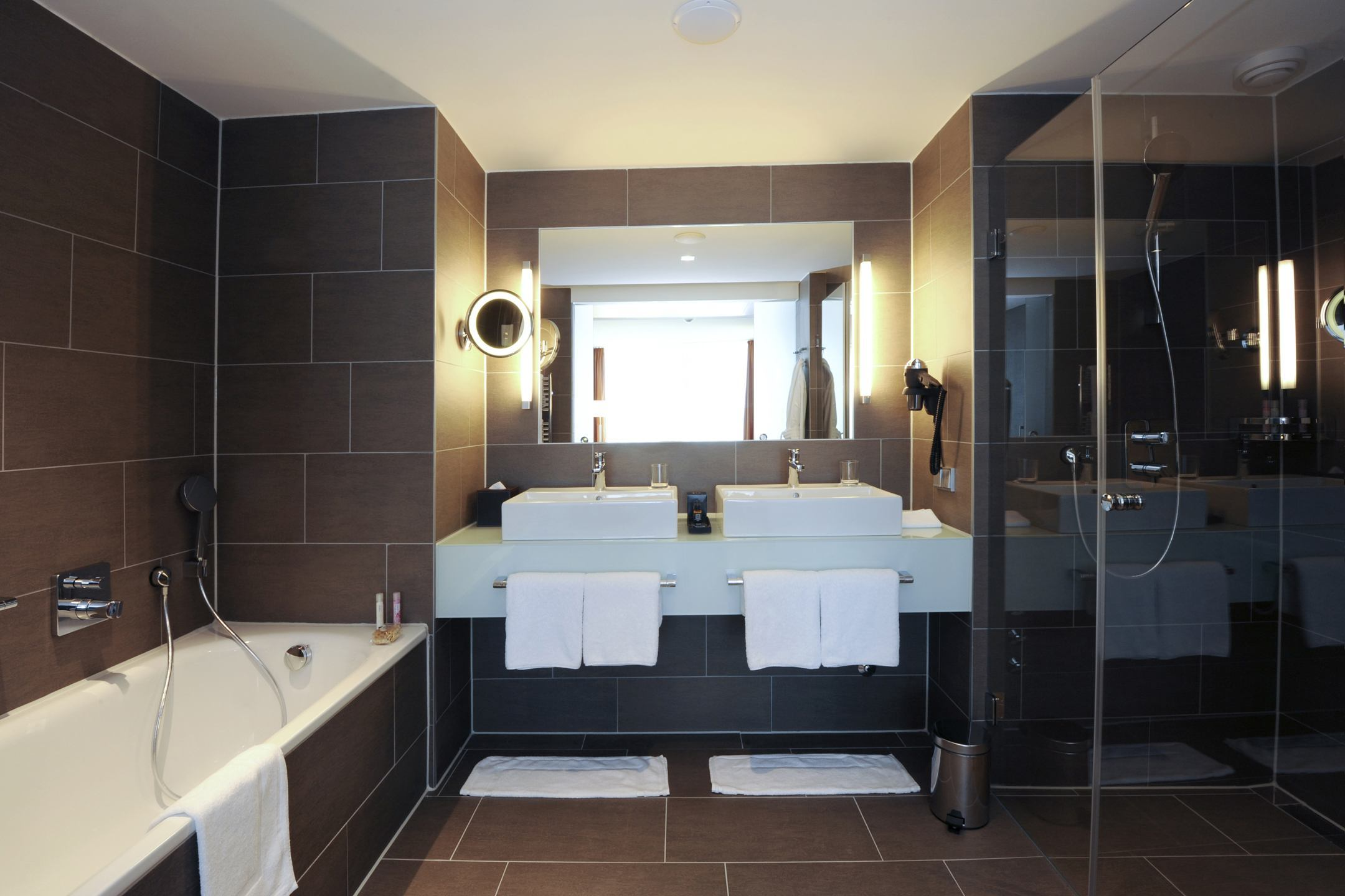 Badezimmer der Suite im ATLANTIC Grand Hotel in Bremen