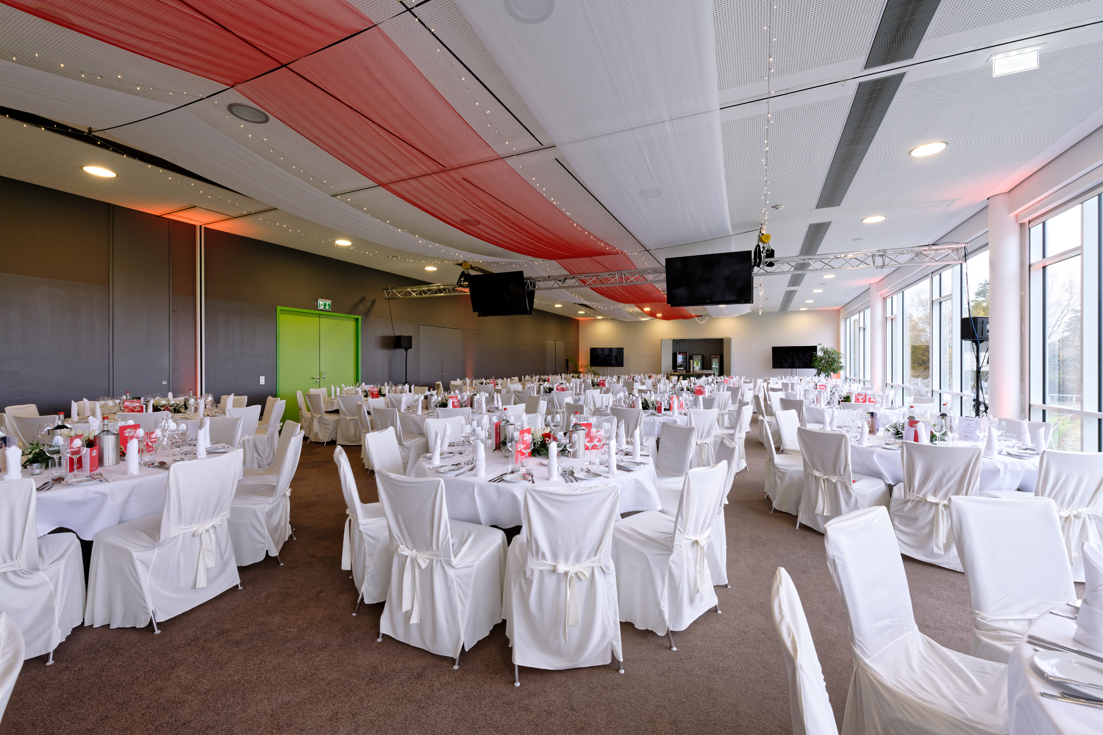 Function room Saal 1 with round tables | ATLANTIC Hotel Galopprennbahn Bremen