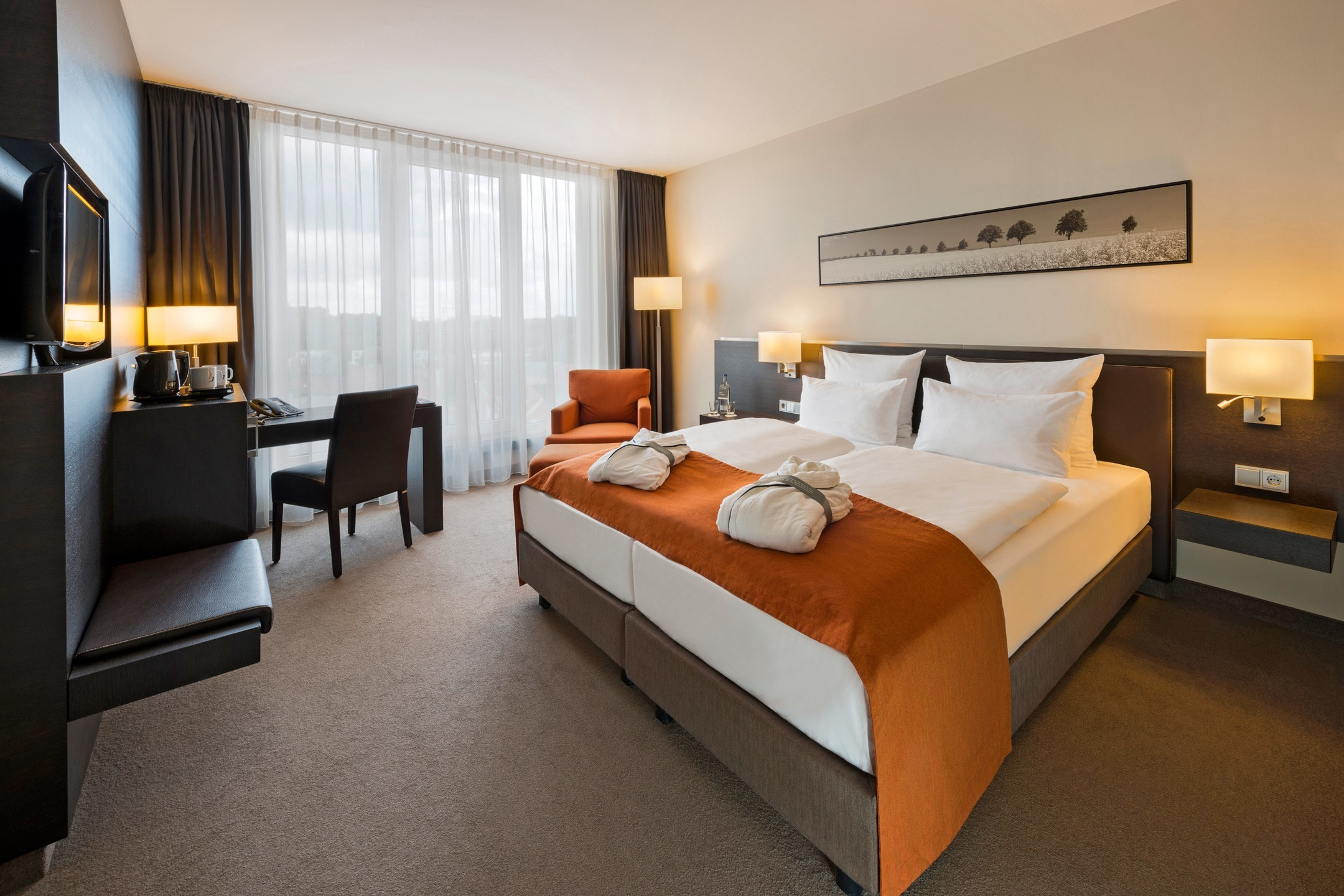 Interior view of a Superior room with double bed and modern bathroom at the ATLANTIC Hoel Lübeck