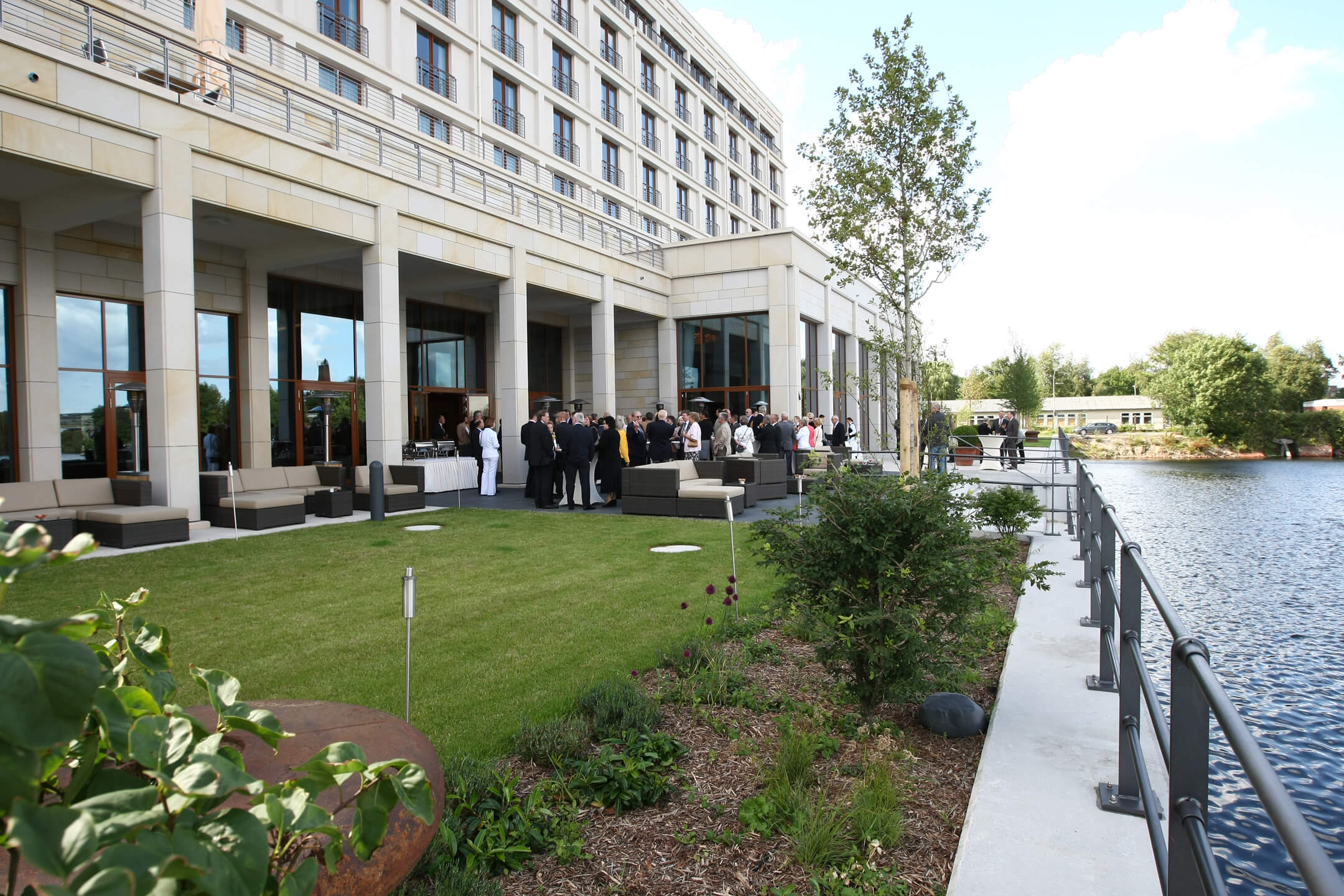 Reception on the hotel terrace │ ATLANTIC Hotel Wilhelmshaven