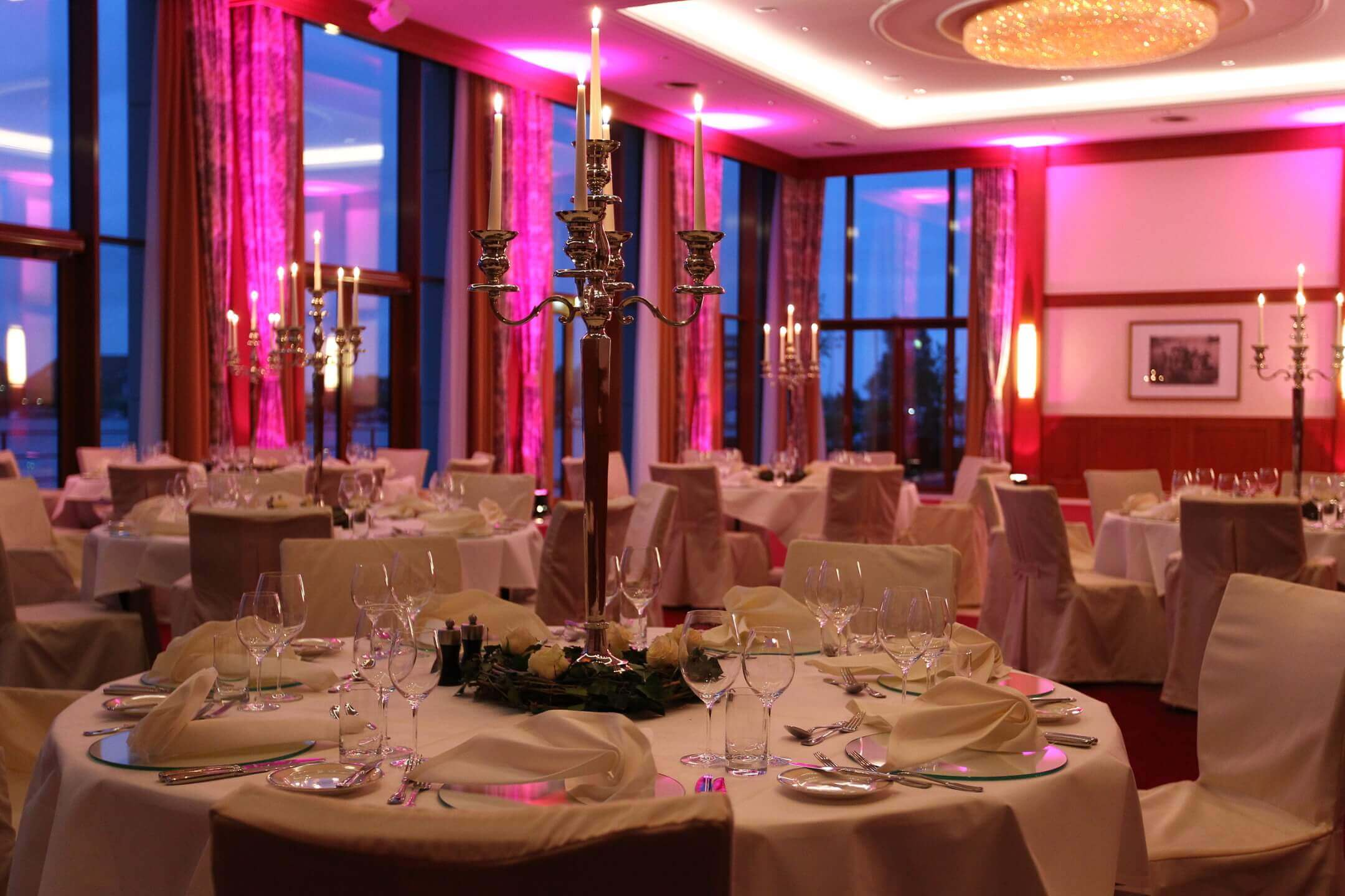 Celebrating in the banquet hall │ ATLANTIC Hotel Wilhelmshaven