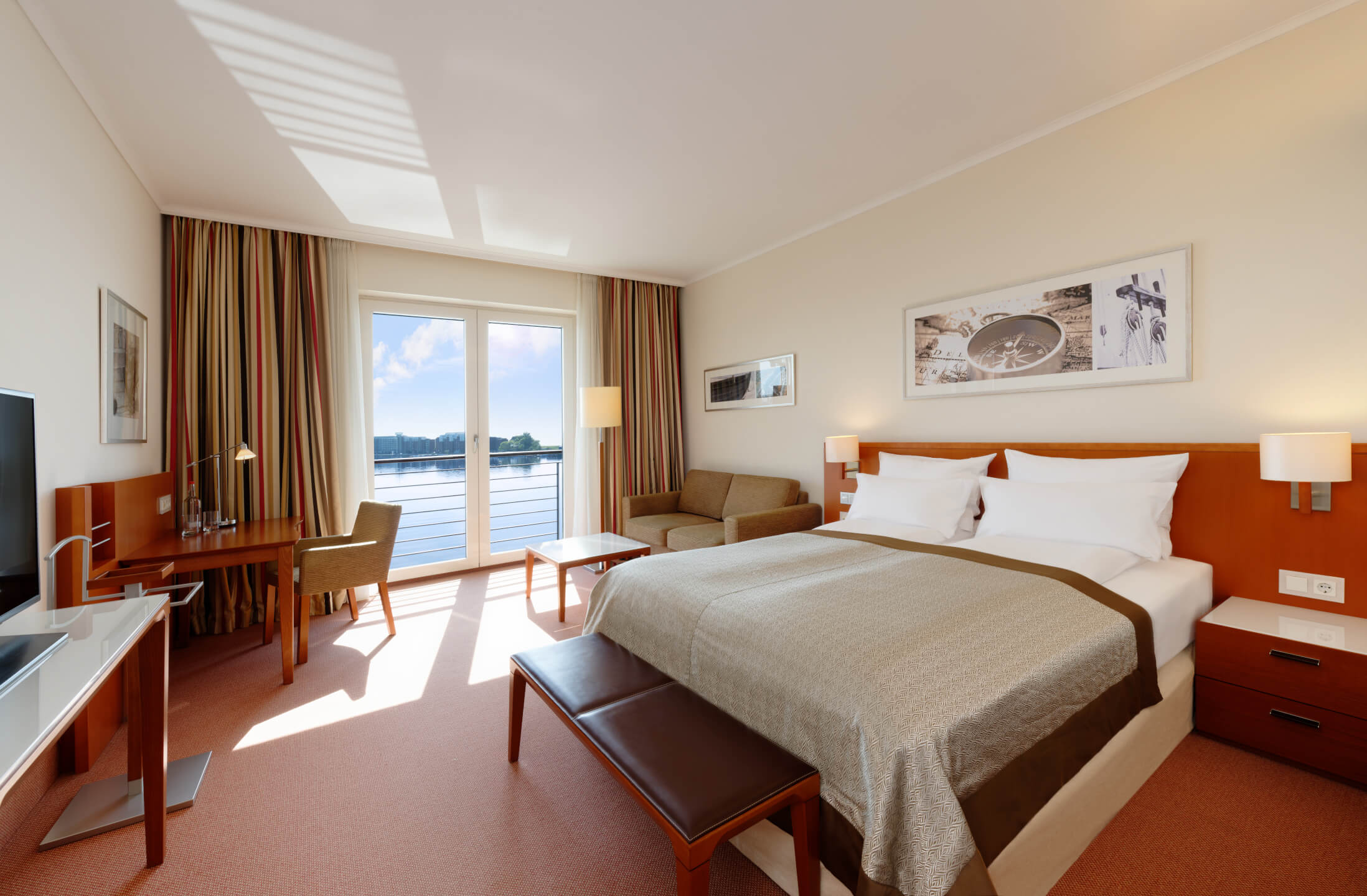 Superior Room with double bed and harbour view in the ATLANTIC Hotel Wilhelmshaven