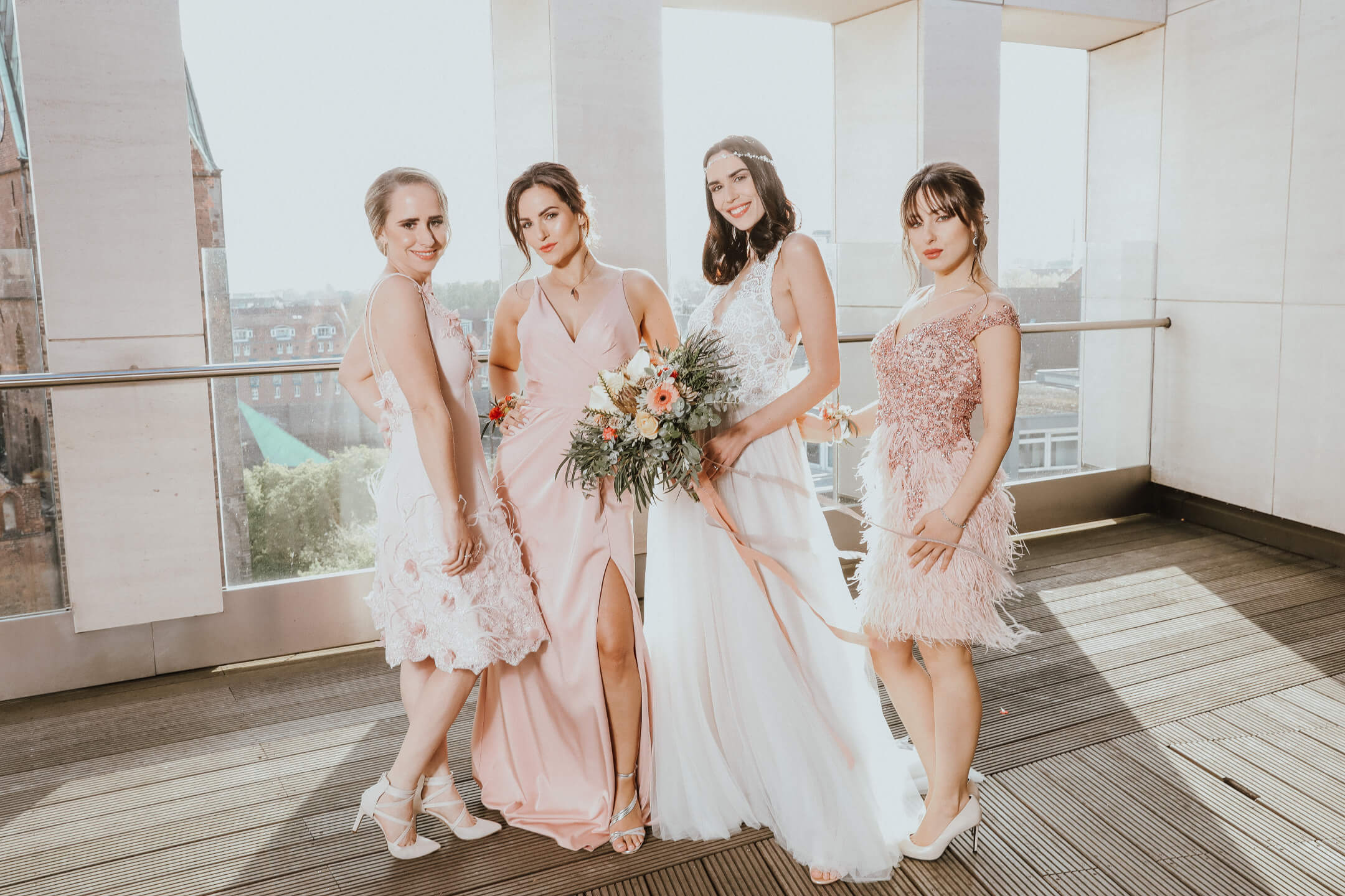 Portrait photo of the bride and three bridesmaid on the roof terrace of the ATLANTIC Grand Hotel Bremen