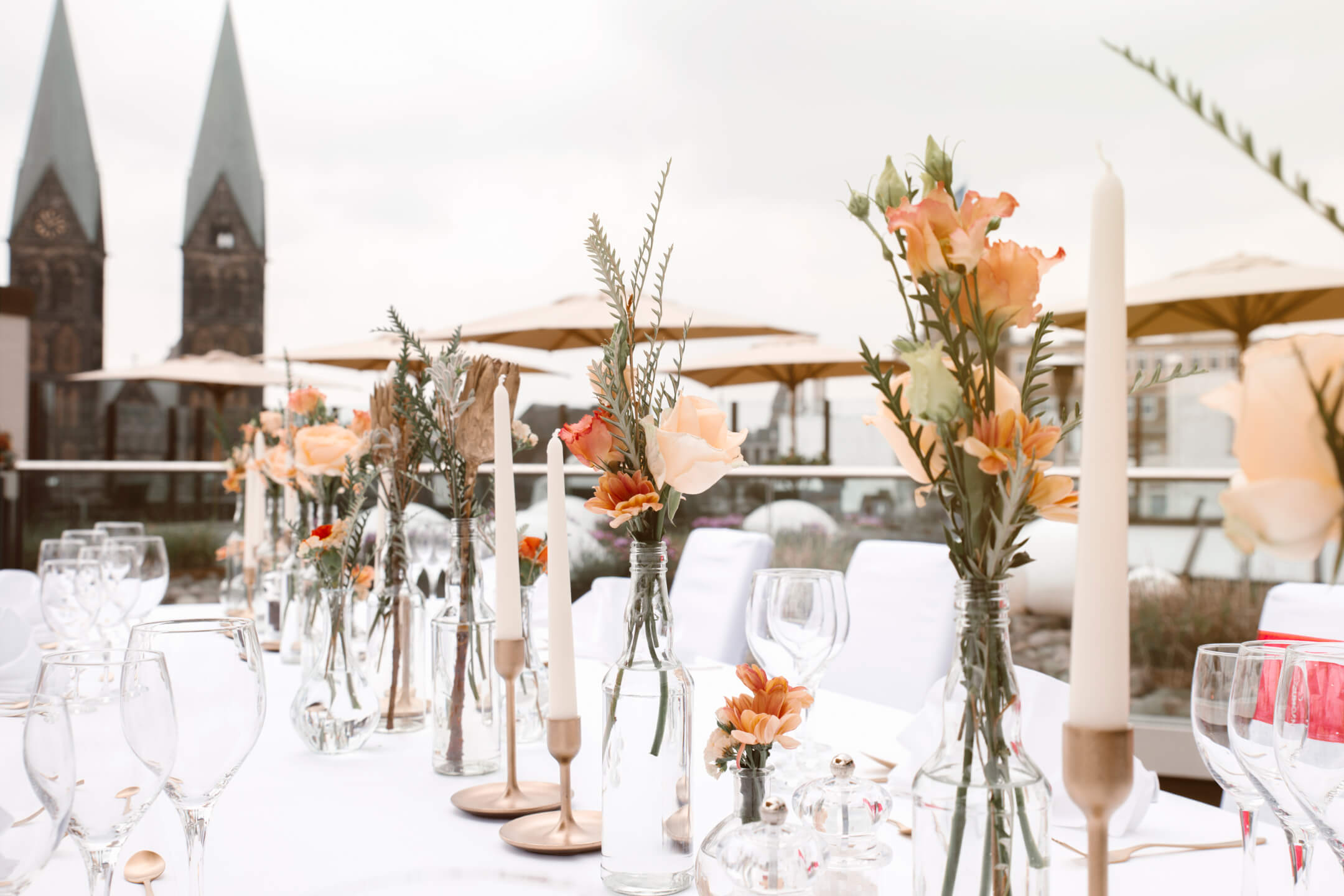 Festive covered tabel on the roof terrace of the ATLANTIC Grand Hotel Bremen