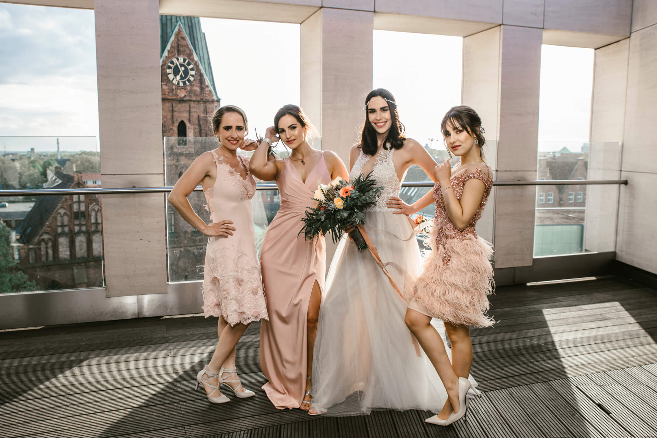 bride and bridemaids on the roof terrace of the ATLANTIC Grand Hotel Bremen