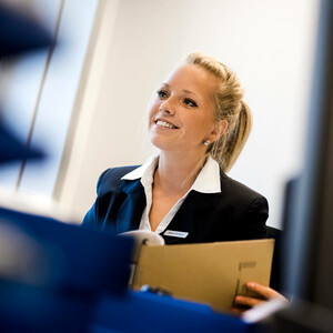 Young woman in a meeting | SMART meetings and events in the ATLANTIC Hotels